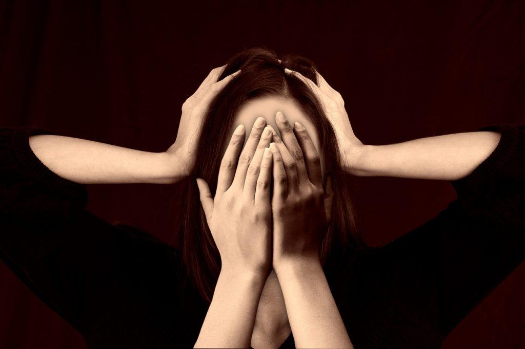 ストレスから逃避する女性