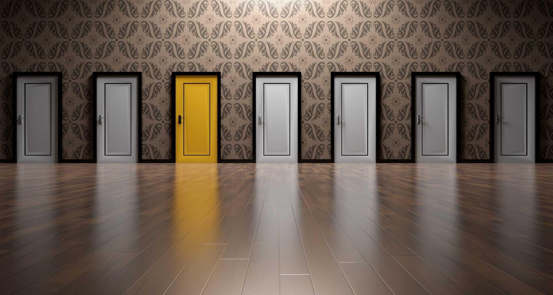 ドアが並んでいる画像